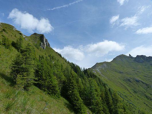 Langsam sahen wir beim Aufstieg auch den Grat zum Törlkopf, links neben der auffälligen Spitze. Dort sollte es noch hin gehen.