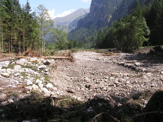 Im Bereich der Schwarzen Hütte ging es durch die Gesteinsmassen der Murenabgänge.