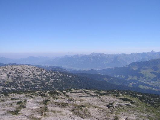 Blick auf den Gottesacker. Im Hintergrund ist noch das Nebelhorn und der Hochvogel erkennbar.