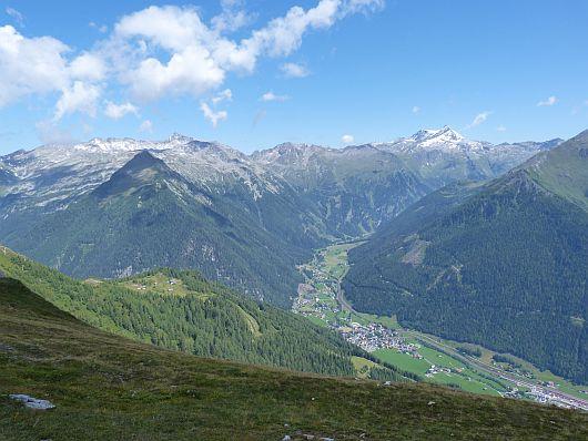 Man könnte noch so viele Bilder von hier oben einstellen. Es war einfach nur gigantisch. Mallnitz liegt etwa 1100 m unter uns.