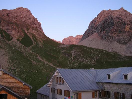 Alpenglühen am Hohen Licht und Rappenseehütte