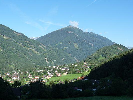Blick von der Talstation der Reißeckbahn über Kolbnitz hinweg. Bei dem Berg in der Bildmitte handelt es sich umd den Teuchelspitz, den wir ein paar Tage zuvor bestiegen hatten