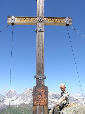 Das Gipfelkreuz wurde nach kurzer, leichter Kletterei erreicht.