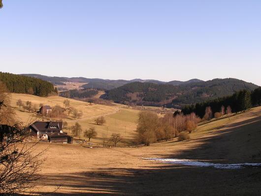 Blick durch das Mühlbachtal in das nördlich Wittgensteiner Land.