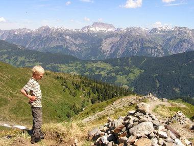 Blick vom Schwarsee ueber den Kristbergsattel zu den Lechtaler Alpen.